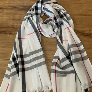 Burberry scarf so nice!